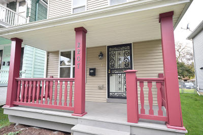 Milwaukee Single Family Home Active Contingent With Offer: 2207 N 38th St