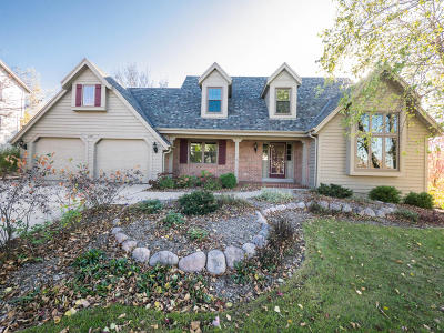 Waukesha Single Family Home Active Contingent With Offer: 1219 Woodview Dr