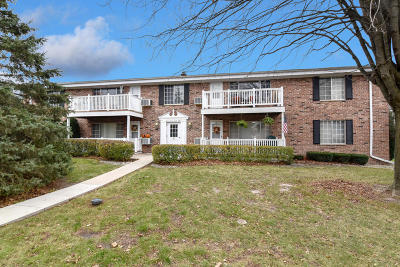 Thiensville  Condo/Townhouse Active Contingent With Offer: 157 Linden Ln #8