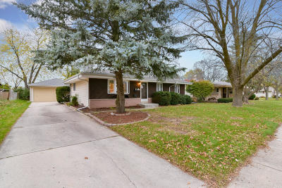 Menomonee Falls Single Family Home Active Contingent With Offer: N82w14692 Oxford St