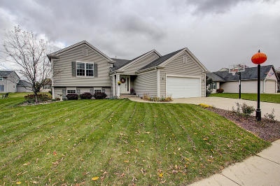 Waukesha Single Family Home Active Contingent With Offer: 3615 Applewood Dr