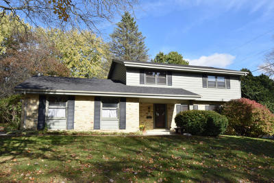 Cedarburg Single Family Home For Sale: N73w5760 Appletree Ln