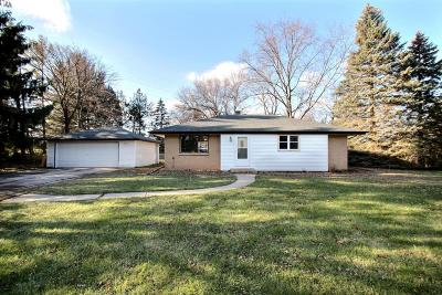 New Berlin Single Family Home Active Contingent With Offer: 15745 W Blue Jay Cir