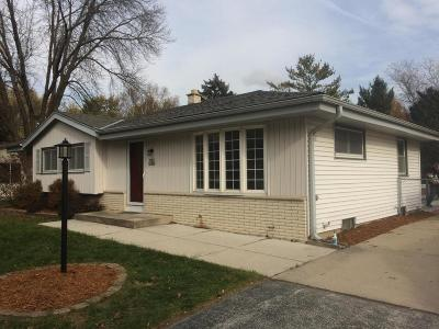 Sussex Single Family Home Active Contingent With Offer: W234n5824 Lilac Dr