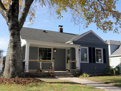 Milwaukee Single Family Home For Sale: 3421 S Quincy Ave