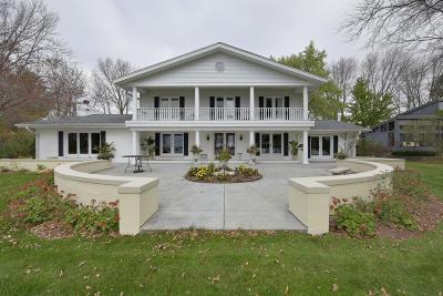 Oconomowoc Single Family Home For Sale: 212 Lac La Belle Dr