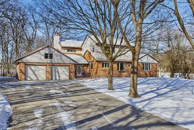 Brookfield Single Family Home For Sale: 13540 Oak Hill Ln