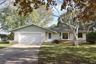 Ozaukee County Single Family Home Active Contingent With Offer: 11634 N Mulberry Dr