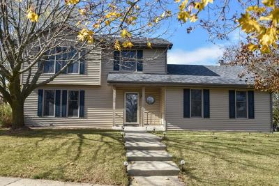 Waukesha Single Family Home Active Contingent With Offer: 700 Sunrise Ct