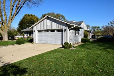 Racine County Single Family Home Active Contingent With Offer: 200 Ridgeview Dr