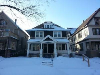 Milwaukee Single Family Home Active Contingent With Offer: 2929 N Maryland Ave