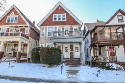 Milwaukee Multi Family Home Active Contingent With Offer: 3105 N Bartlett Ave #3107