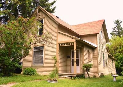 Oconomowoc Single Family Home For Sale: 618 E Anne St