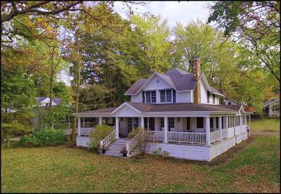 Kenosha County Single Family Home For Sale: 1547 E Lakeshore Dr