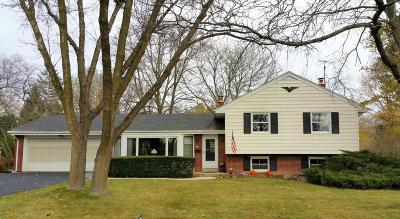 Ozaukee County Single Family Home For Sale: 424 Bel Aire Dr