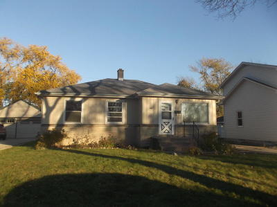 West Allis Single Family Home Active Contingent With Offer: 922 S 111th St