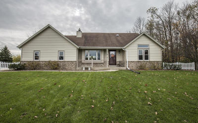 Muskego Single Family Home For Sale: W194s8440 Summeridge Ct