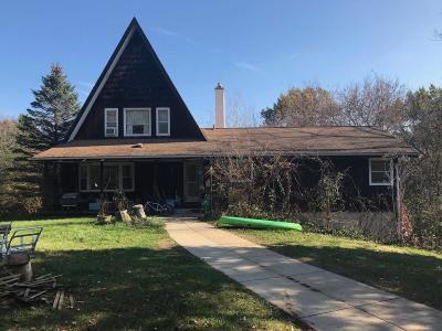 Delafield Single Family Home Active Contingent With Offer: W336n746 Meadow Ln