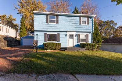 Waukesha Single Family Home Active Contingent With Offer: 813 Western