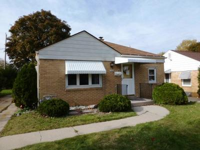 Milwaukee Single Family Home Active Contingent With Offer: 2963 S 51st St