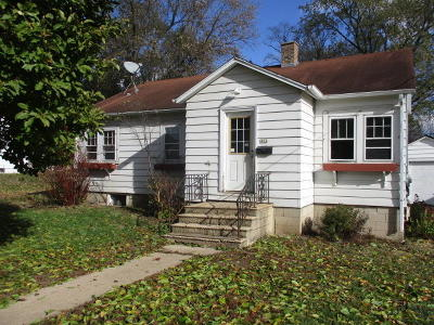 Single Family Home For Sale: 464 Emerson St