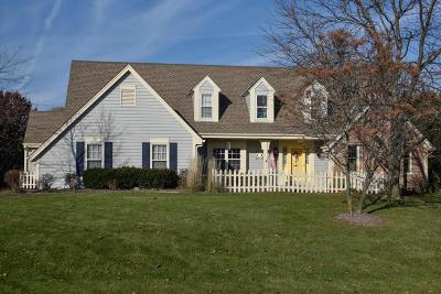 Mequon Single Family Home Active Contingent With Offer: 8808 W Bennington Ct