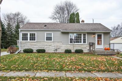 Ozaukee County Single Family Home Active Contingent With Offer: W59n714 Highwood Dr