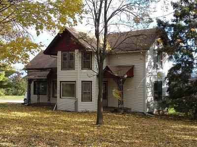 Jefferson County Single Family Home Active Contingent With Offer: N7654 County Rd X