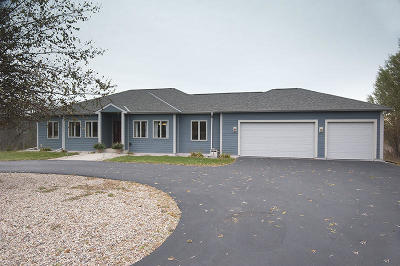 Ozaukee County Single Family Home For Sale: 402 N Heritage Rd