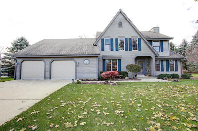 Ozaukee County Single Family Home Active Contingent With Offer: 5805 Oakdale Ct