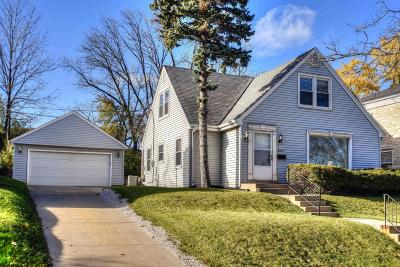 Milwaukee County Single Family Home Active Contingent With Offer: 605 Pleasant View St