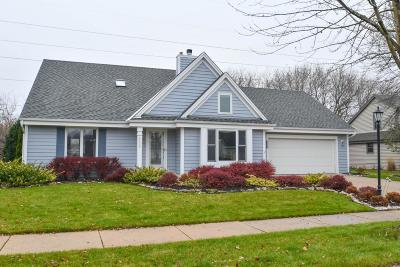 Waukesha Single Family Home Active Contingent With Offer: 2202 Inverness Dr S