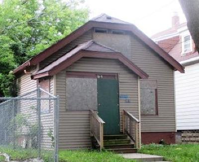 Milwaukee Single Family Home For Sale: 3313 W Auer Ave