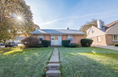 Wauwatosa Single Family Home For Sale: 10603 W Hibbard Ave