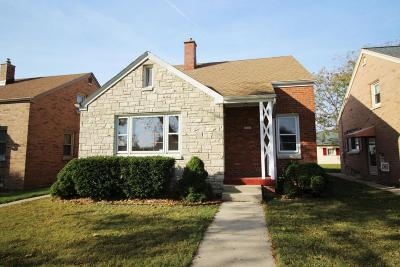 Single Family Home Active Contingent With Offer: 3845 S 14th St
