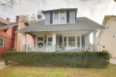 Kenosha County Single Family Home For Sale: 907 70th St
