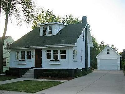 Waukesha Single Family Home For Sale: 912 Chicago Ave