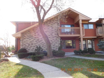 Waukesha Condo/Townhouse For Sale: 1617 Dover Dr #2