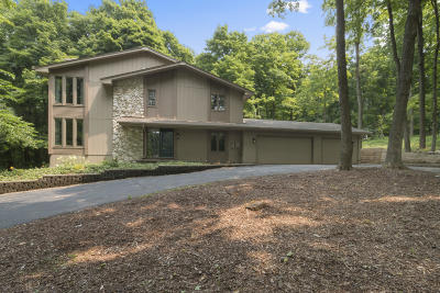 Lake Geneva Single Family Home Active Contingent With Offer: N1546 Hardwood Dr