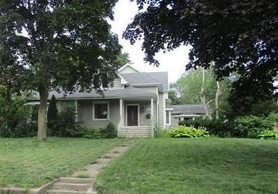 Kenosha Single Family Home Active Contingent With Offer: 7222 7th Ave