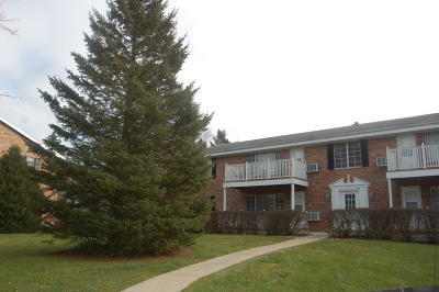 Thiensville  Condo/Townhouse Active Contingent With Offer: 149 Linden Ln #1