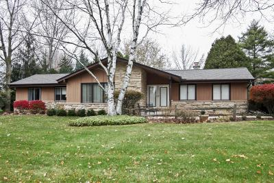 Ozaukee County Single Family Home Active Contingent With Offer: 1506 W River Oaks Ln