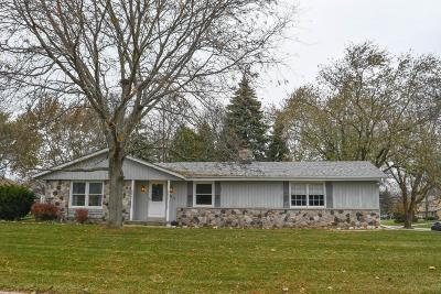 Waukesha County Single Family Home For Sale: 14870 W Fenway Dr