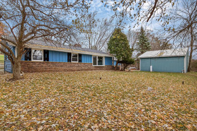 Slinger Single Family Home Active Contingent With Offer: 5334 Kettle View Ct