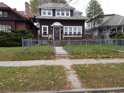 Milwaukee Single Family Home For Sale: 2872 N 41st Street