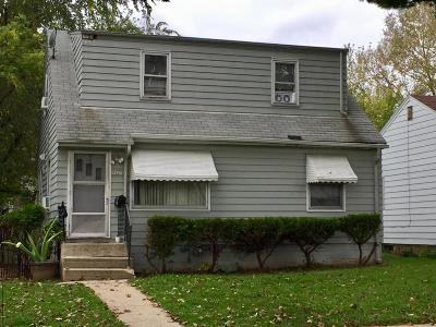 Milwaukee Single Family Home For Sale: 5627 N 65th St