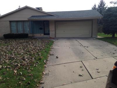 Milwaukee Single Family Home For Sale: 1813 W Vogel Ct.