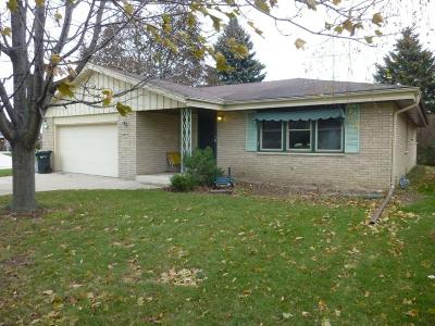 South Milwaukee Single Family Home For Sale: 901 Willow Ln