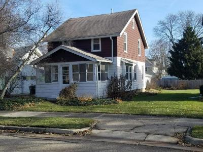 Waukesha County Single Family Home For Sale: 25 S Maple St