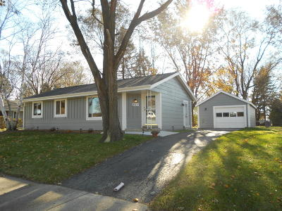 Waukesha County Single Family Home For Sale: 821 Mulberry Ln